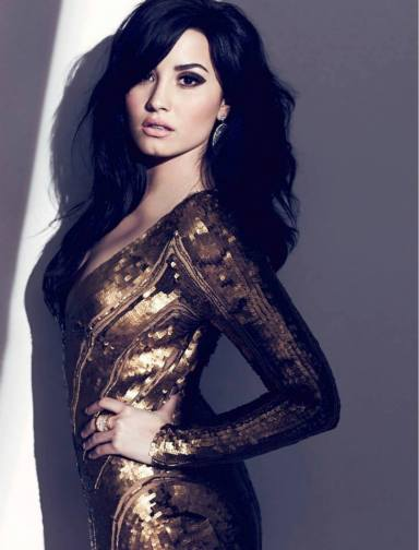 Demi Lovato ถ่ายแบบลง Fashion