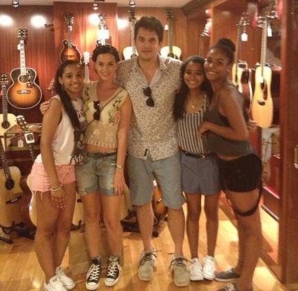 John Mayer และ Katy Perry ถ่ายรูปกับแฟนคลับ