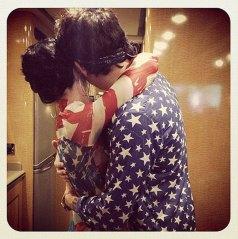รูป Katy กอด John ใน IG