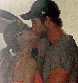 Liam จูบแฟนใหม่