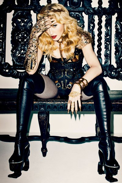 20131004-pictures-madonna-harpers-bazaar-cover-november-issue-spread-04