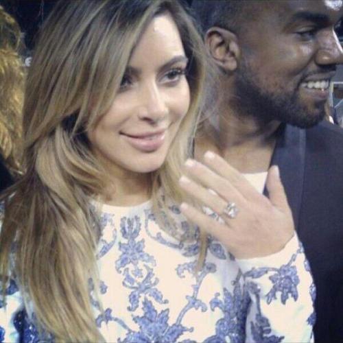Kim Kardashian โชว์แหวนหมั้น