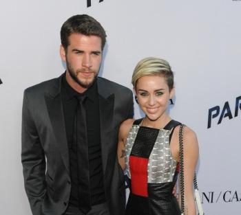 Liam Hemsworth และ Miley Cyrus