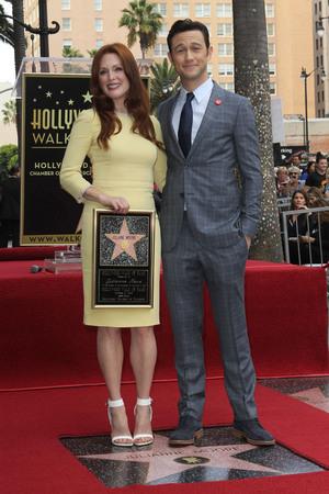 Julianne Moore และ Joseph Gordon-Levitt
