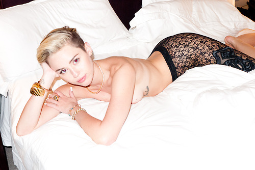 Miley Cyrus ถ่ายแบบกับ Terry Richardson